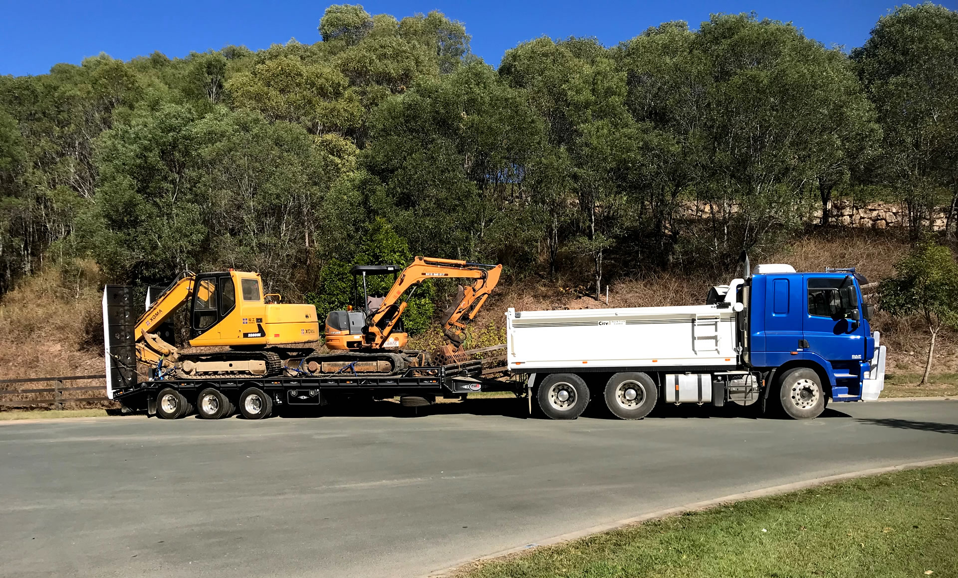 Excavator machinery float gold coast Brisbane NSW QLD