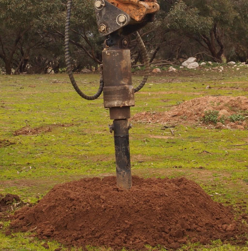 excavator with 300 450 600 auger attachment hire gold coast brisbane