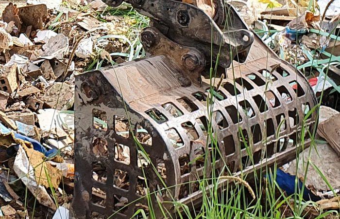 sieve bucket excavator attachment hire gold coast brisbane